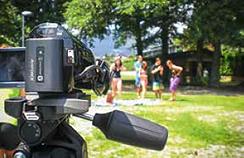 Die Jugendlichen standen bei der Verfilmung der Baderegeln sowohl vor wie auch hinter der Kamera.